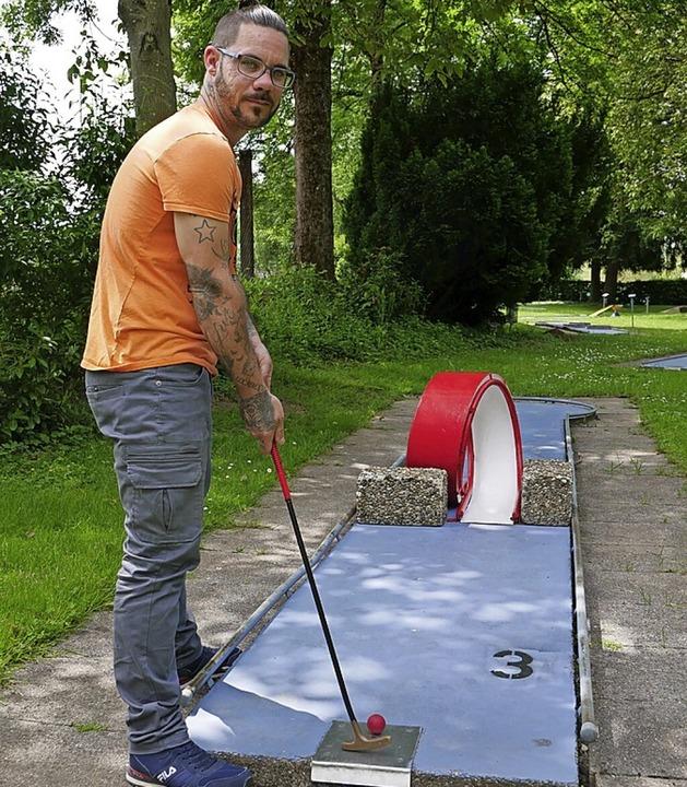 Michael Häcker ist der neue Pächter der Minigolfanlage Wehr.  | Foto: Michael Gottstein
