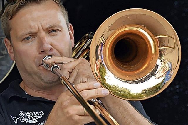 Chio Maico Band spielt im Schlosspark
