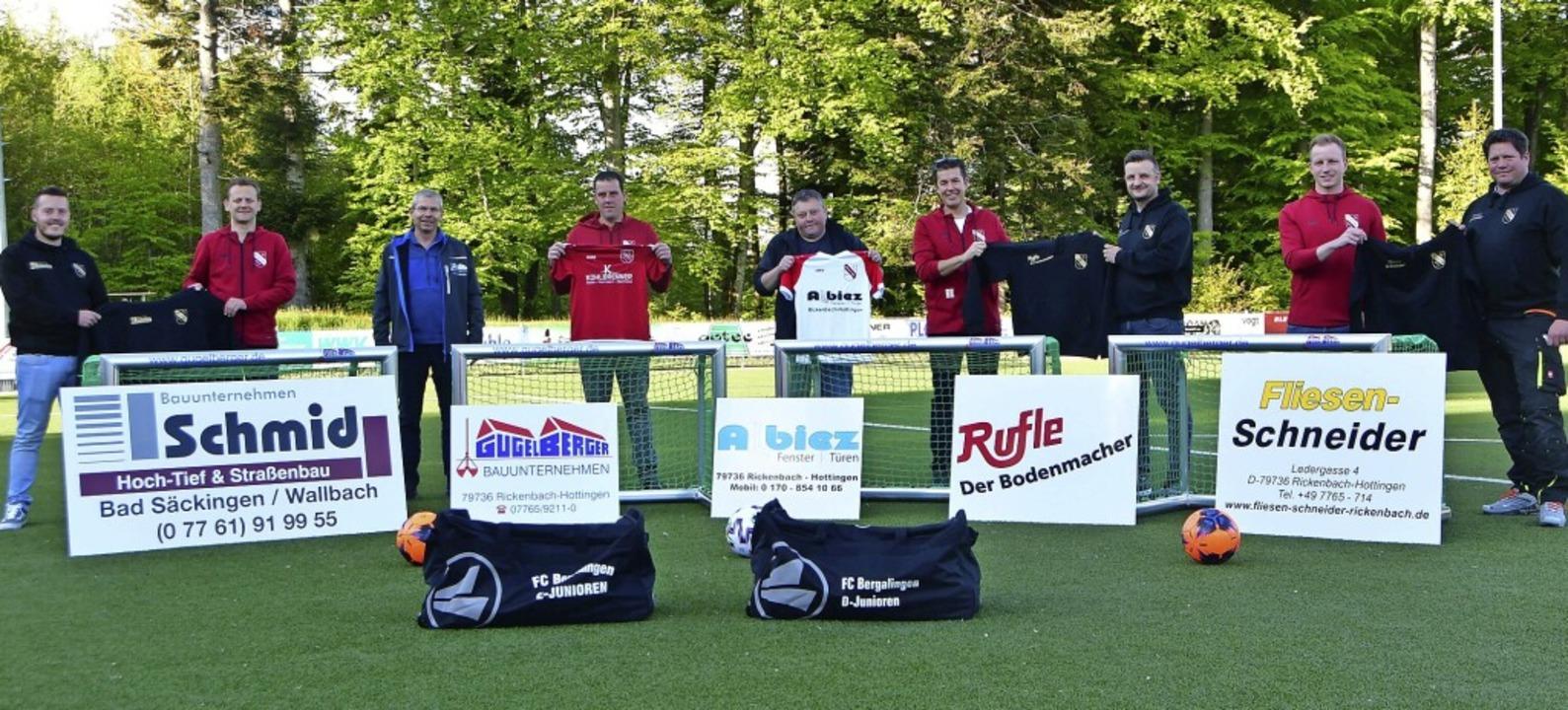 Sponsoren und Vereinsvertreter des FC ...Andreas Keller und Sascha Schneider.      Foto: Matthias Scheibengruber