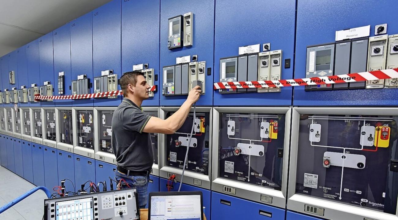 ED-Netze setzt auf neue Technologie: P...etze GmbH beim Prüfen mit dem TM1700.     Foto: Juri Junkov / ED Netze