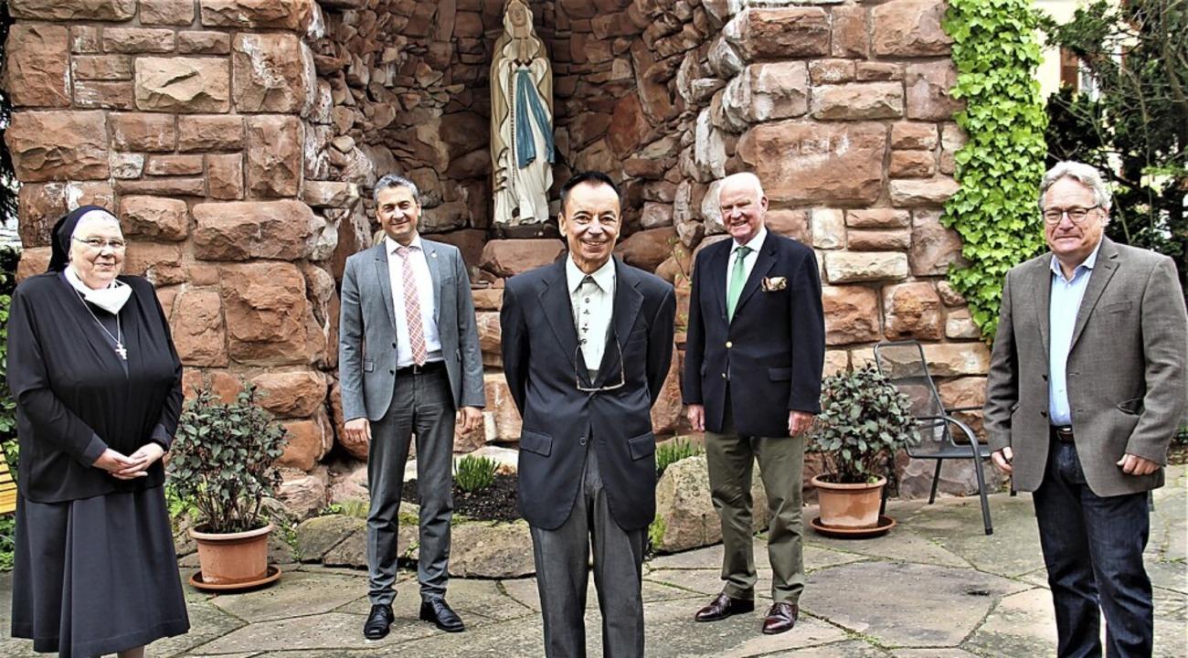 Abschiedsbild im Klosterhof (v.l.): Ge...z Hahn,  Jo Schraeder und  Ralph Link.    Foto: Ortenau Klinikum