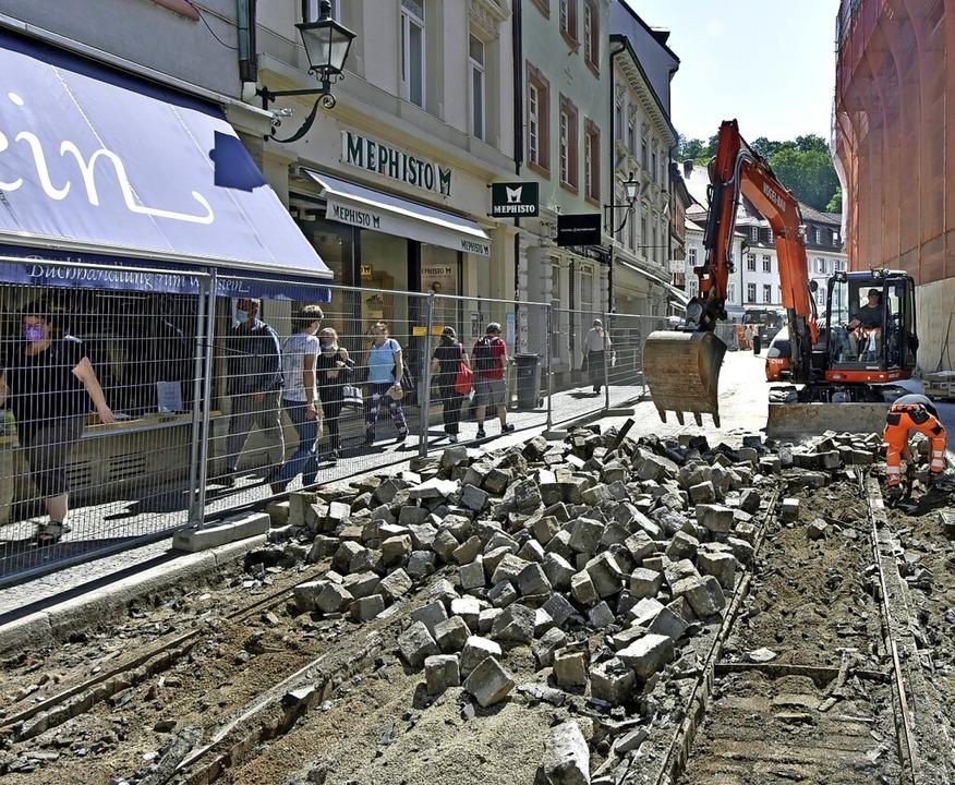 Die Baustelle auf der Salzstraße ist nun beim Augustinermuseum angekommen.    Foto: Michael Bamberger