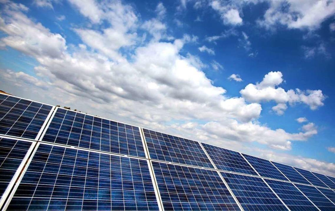 Zells Dächer sollen mit Photovoltaikanlagen ausgestattet werden.  | Foto: Oliver Berg (dpa)