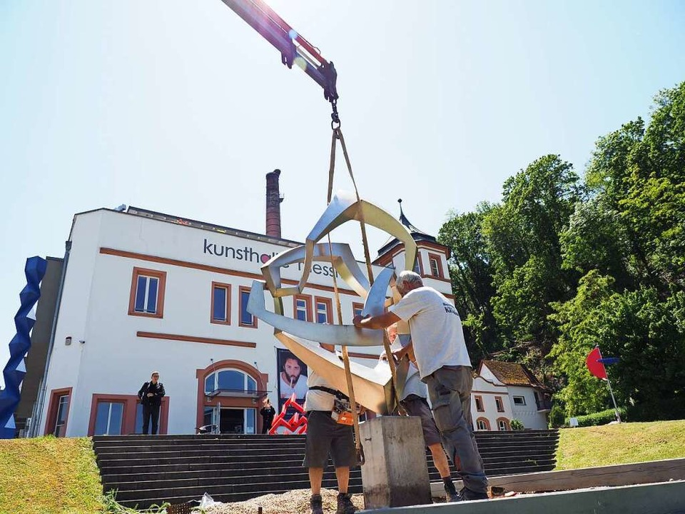 Die Skulptur von Giorgio Zennaro wurde...enstag im Skulpturengarten platziert.   | Foto: Michael Haberer