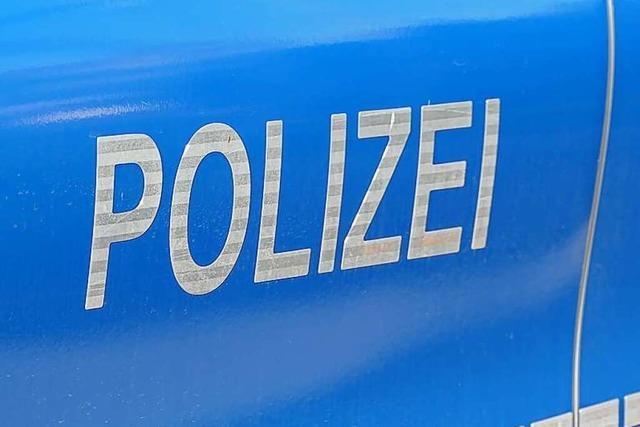 Gang beraubt 94-jährige Frau an Freiburg-Haslacher Tramhaltestelle