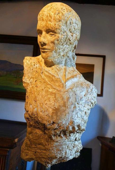 """Eine Lehmskulptur von Johannes Beyerle aus der Ausstellung """"Einblicke""""    Foto: Roswitha Frey"""
