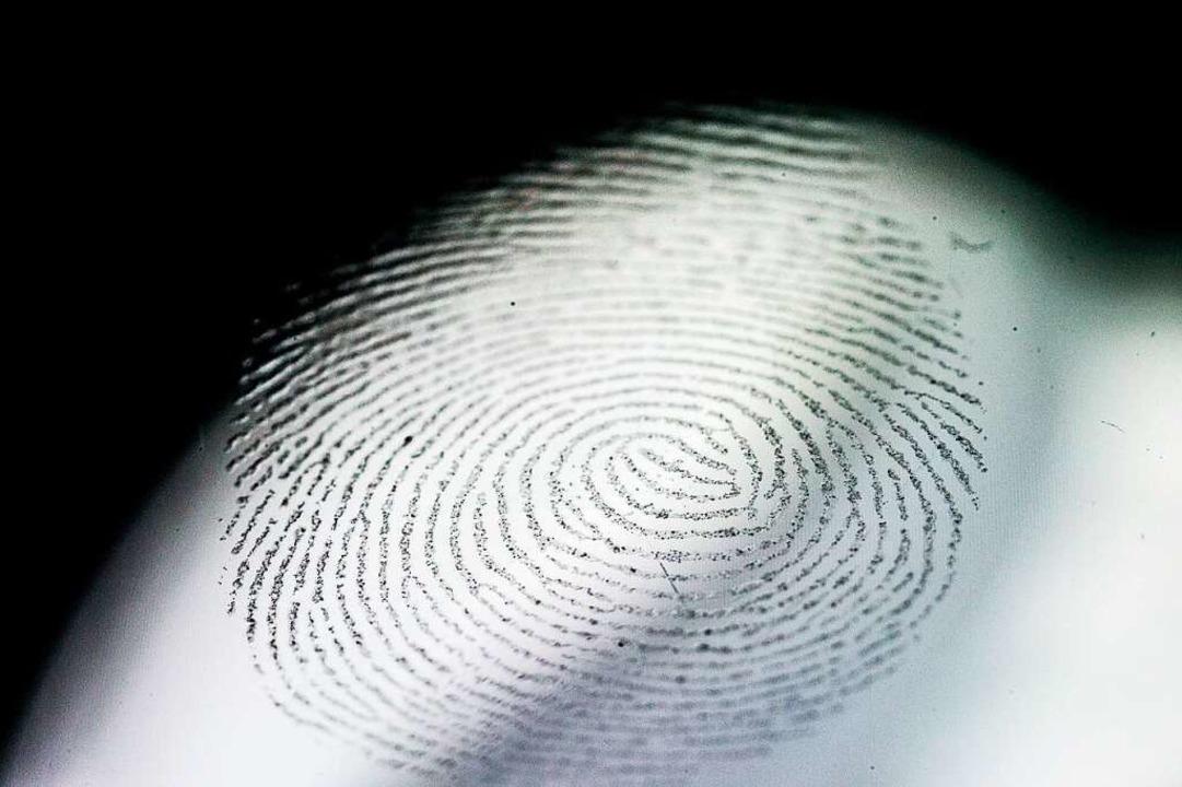 Sein Fingerabdruck führte die Polizei ...tten einigen Schaden verursacht hatte.    Foto: Henrik Joesef Boerger