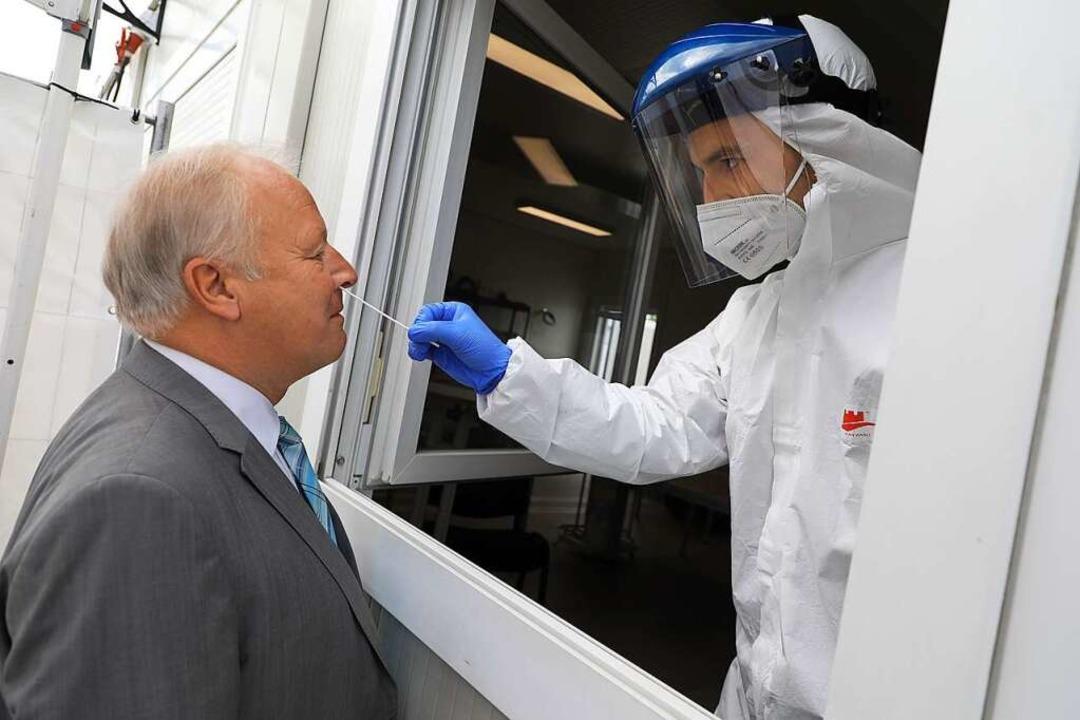 Der Bundestagsabgeordnete Peter Weiß b...est auf dem  Schaeffler-Firmengelände.    Foto: Christoph Breithaupt