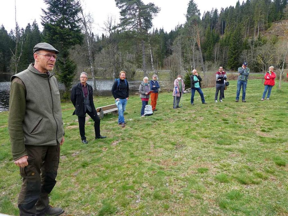 Beim Ortstermin am Windgfällweiher erl...und Feldberg und Interessenvertretern.    Foto: Peter Stellmach