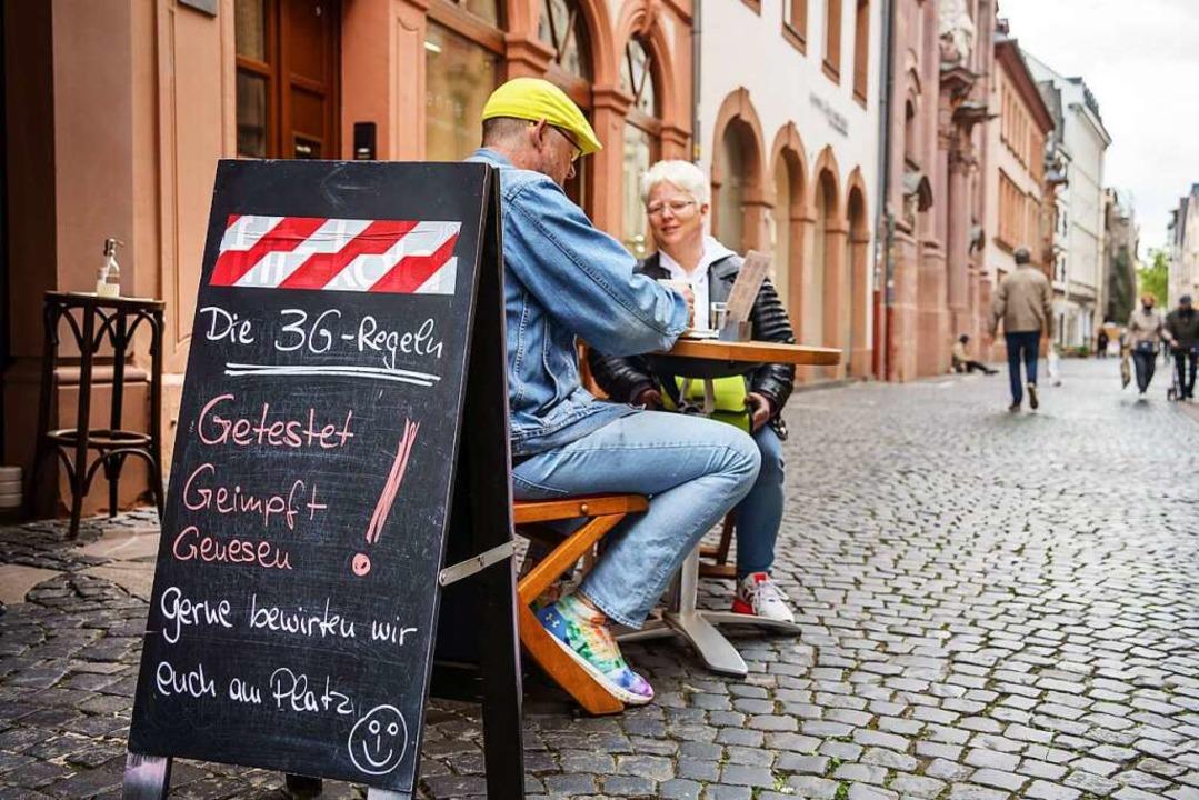 Wer aktuell das gastronomische Angebot...ht unter anderem einen negativen test.  | Foto: Frank Rumpenhorst (dpa)