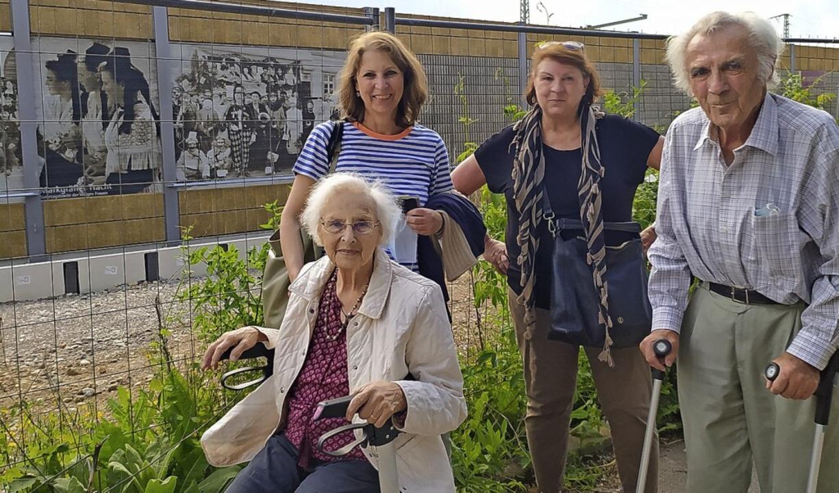 Erika Horny, geborene Senn, mit ihren ...50er Jahre in Bürchau aufgenommen hat.    Foto: Harald Senn