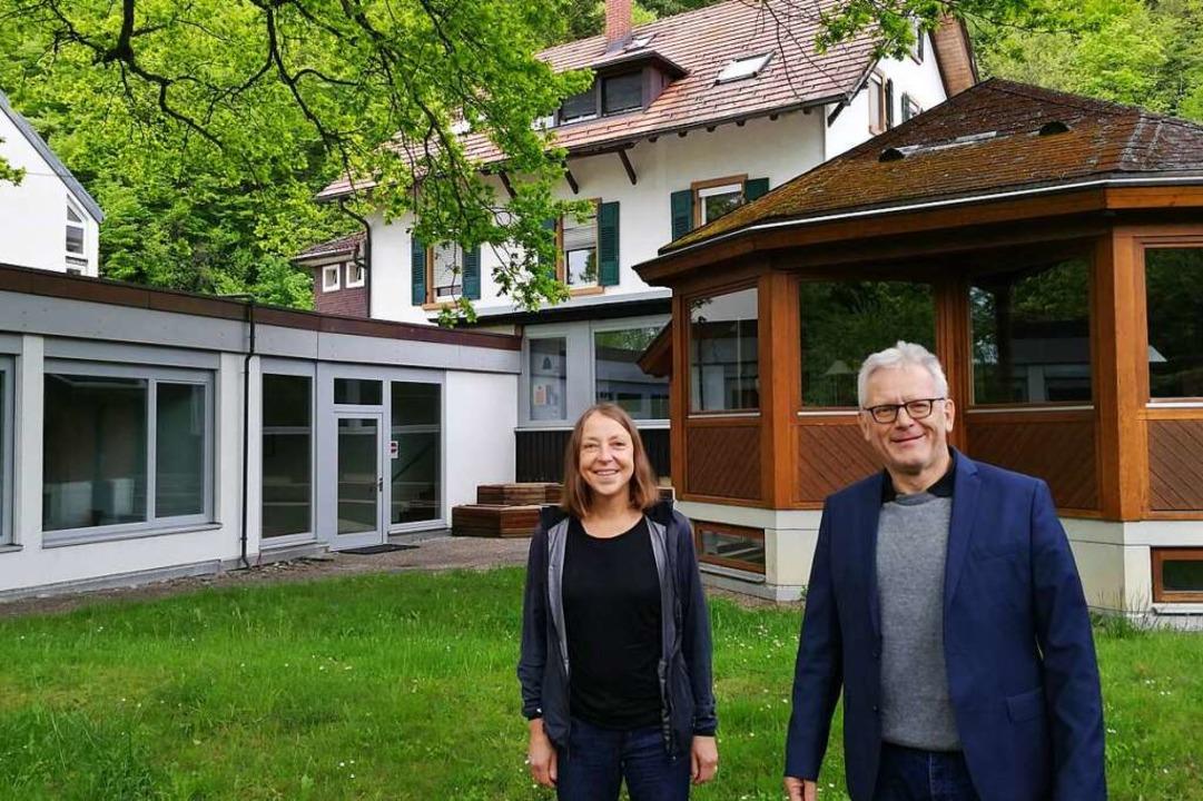 Beate Rosenzweig und Ulrich Eith im Garten des Studienhauses Wiesneck    Foto: Elke Kamprad