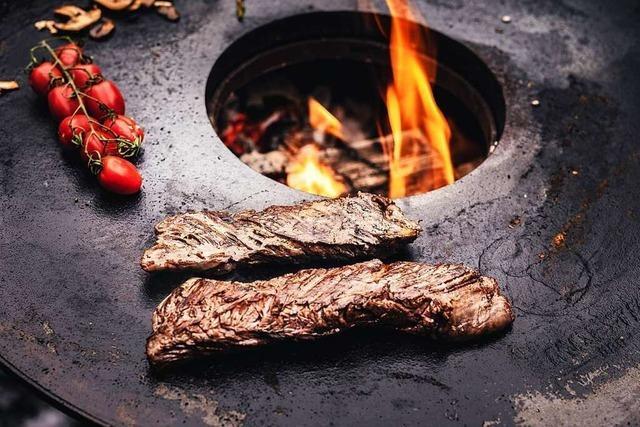 Von Feuerplatte bis Karotten-Hotdog: Die Trends rund ums Grillen