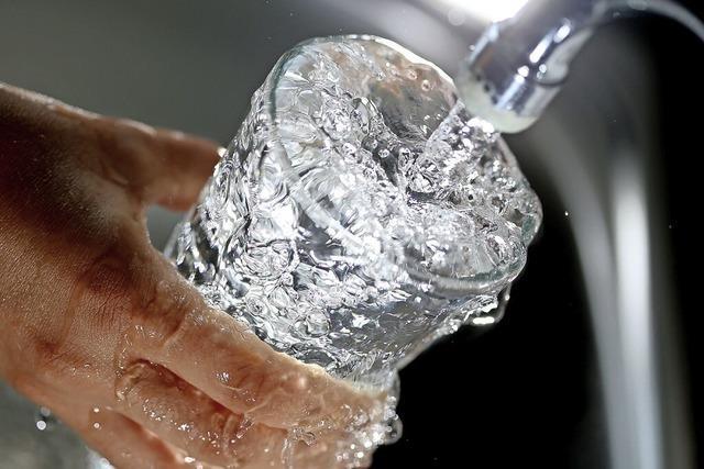 Bürger droht, wegen der Wasserversorgungssatzung vor Gericht zu ziehen