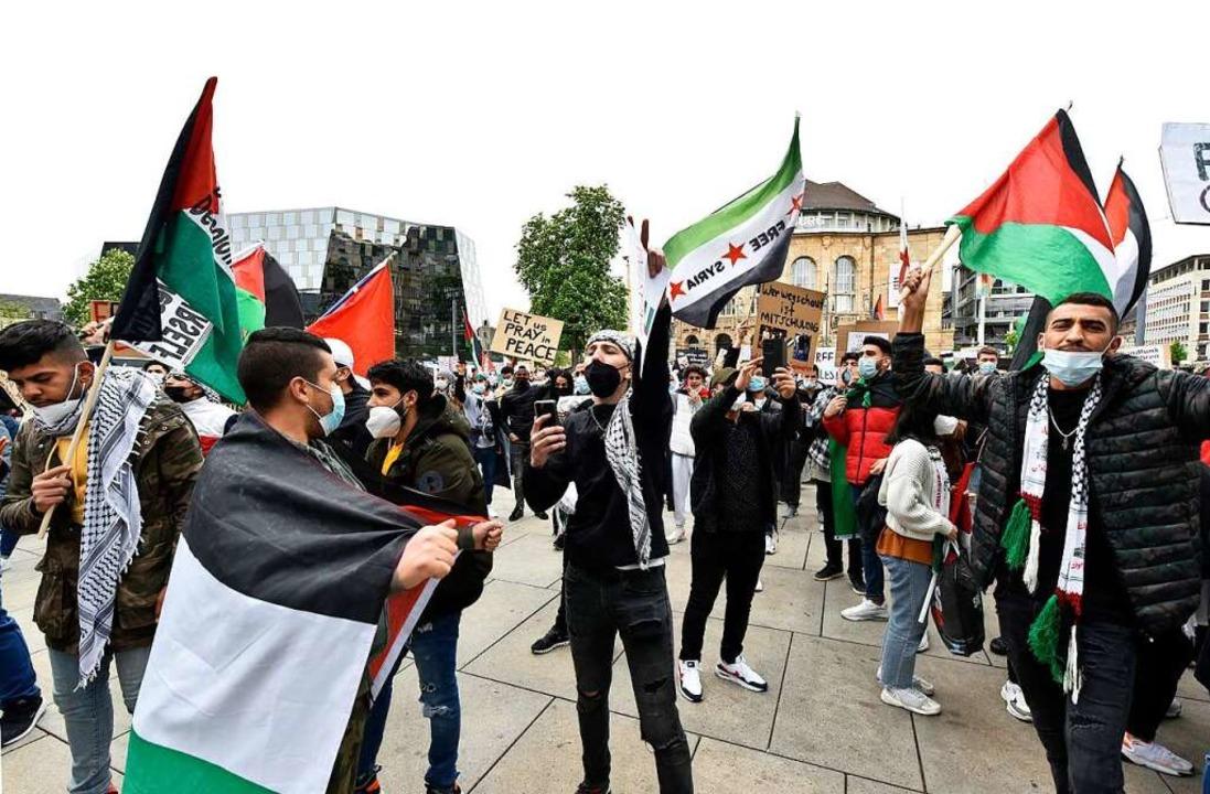 """Auf der Demonstration von """"Paläs... auch antisemitische Schilder gezeigt.    Foto: Thomas Kunz"""