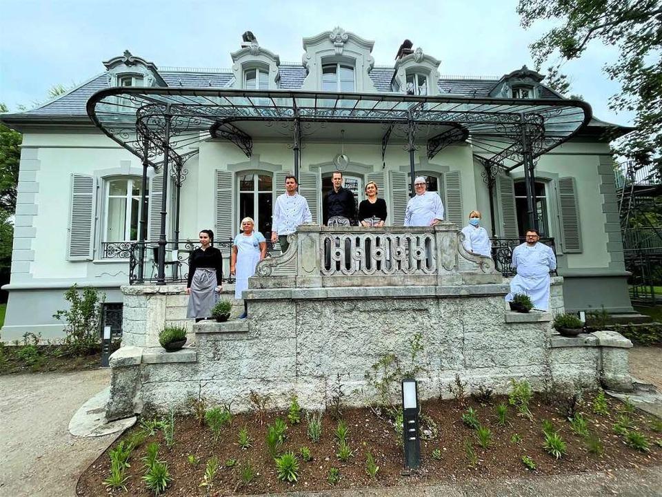 Am Dienstag wurde die Villa Aichele fe...ristoph Wilke (3.v.l) mit seinem Team.  | Foto: Barbara Ruda