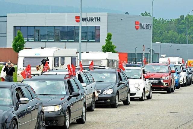 Mit einem Autokorso durch Freiburg verlieh die IG Metall ihren Forderungen Nachdruck