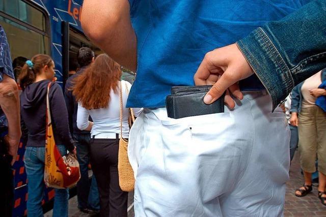Freiburger Polizei warnt vor Taschendiebstahl am Bahnhof