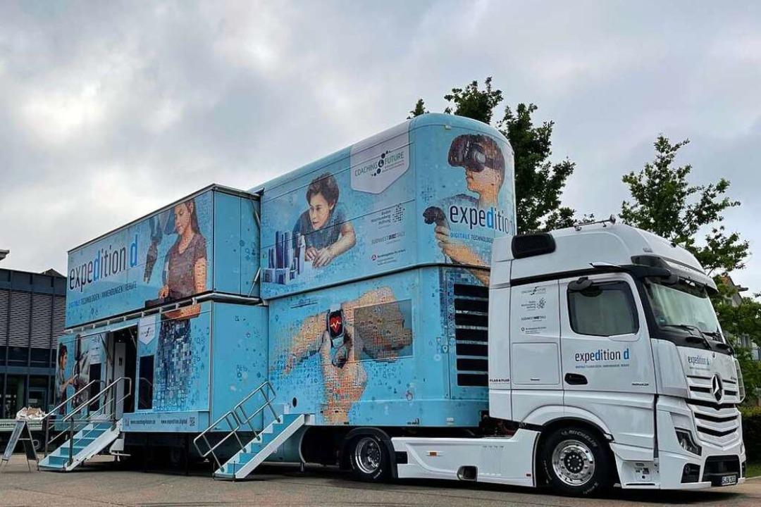 Der Expedition-D-Truck ist ein Koloss:...r 6,20 Meter hoch und 16,5 Meter lang.  | Foto: Valentin Heneka