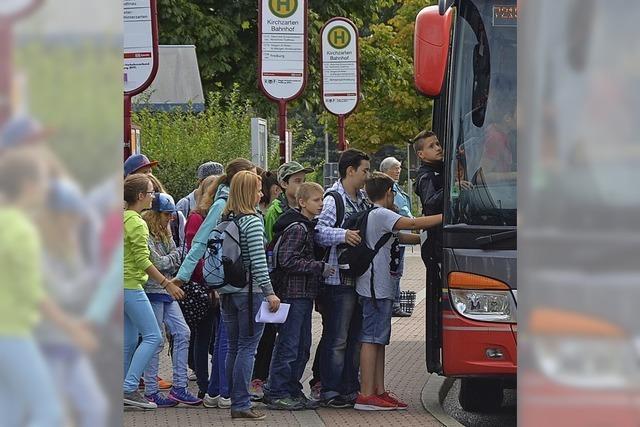 Zu wenige Busverbindungen, zu viele Elterntaxis
