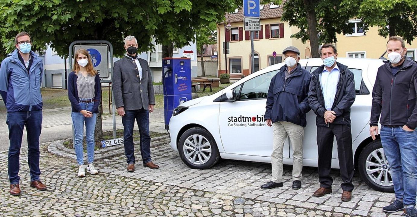 <BZ-Keyword>Über die neue Ladesäule un...s Pachner (Badenova; Namen von links).    Foto: Stadt Breisach