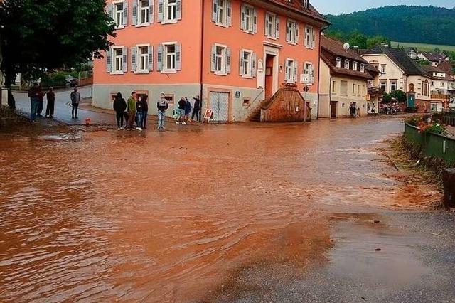 Unwetter im Schuttertal: Bäche fließen über, Straßen stehen unter Wasser, Keller laufen voll
