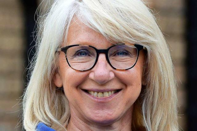 Endlich kann Doris Geiler an Freiburgs Theaterkasse wieder die Ticketkäufer beraten