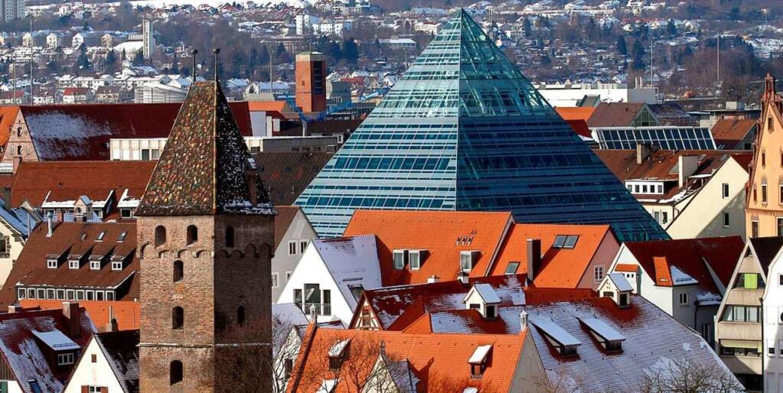 Der pyramidenförmige Neubau der Ulmer ...ttfried Böhms Bau wurde 2004 eröffnet.  | Foto: Stefan_Puchner (dpa)
