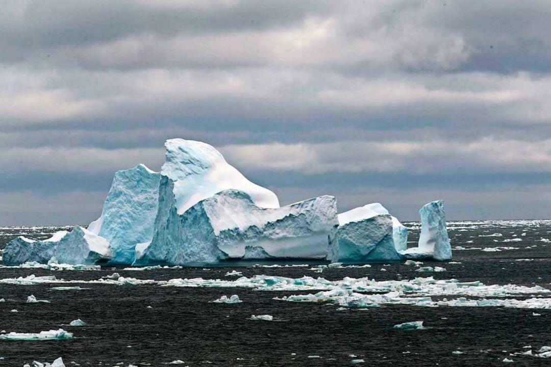 Das Eis in der Antarktis schmilzt imme...; und könnte verheerende Folgen haben.  | Foto: Liu Shiping (dpa)