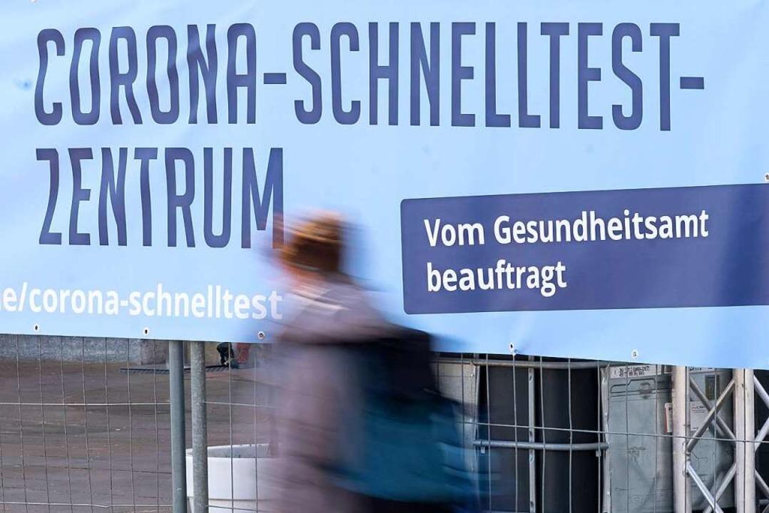 Corona-Schnelltest-Zentrum in Stuttgar... Test erstattet bekommen (Archivbild).  | Foto: Bernd Weissbrod (dpa)