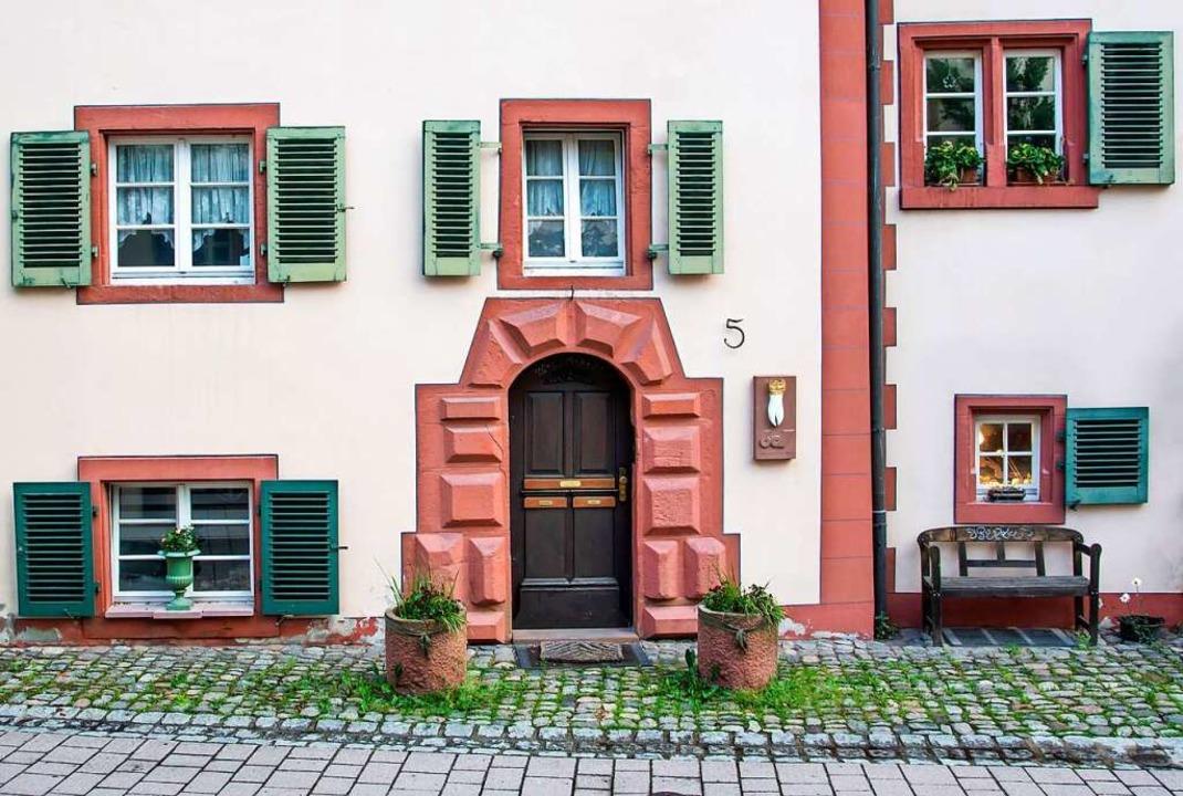 Im Eingangsbereich Wallstraße 5 werden acht Stolpersteine verlegt.  | Foto: Paul Eischet