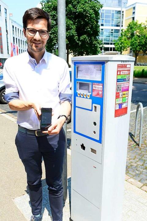 Der erste Handyparker in Freiburgs Stadtgeschichte ist: OB Martin Horn.  | Foto: Ingo Schneider