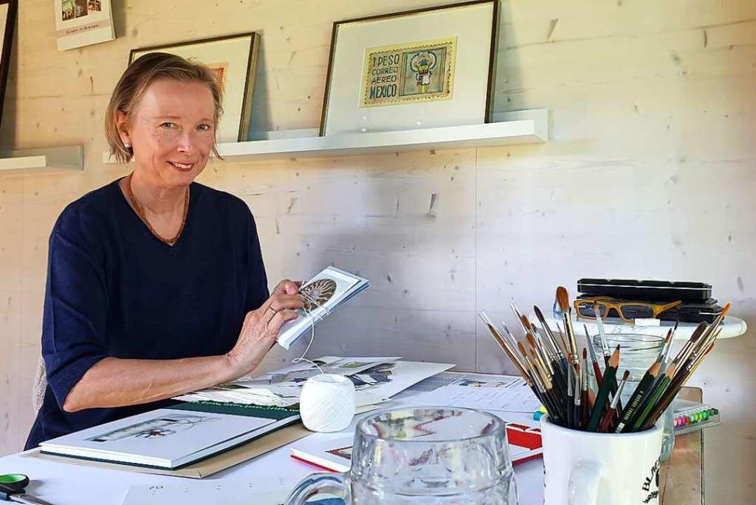 Elisabeth Naumann an ihrem Schreibtisch    Foto: Theresa Steudel