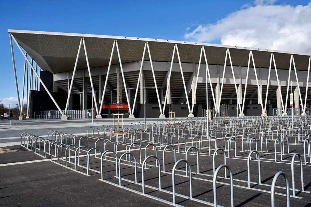 3600 Stellplätze für Fahrräder sind am...ationen für E-Bikes und E-Autos geben.  | Foto: Thomas Kunz