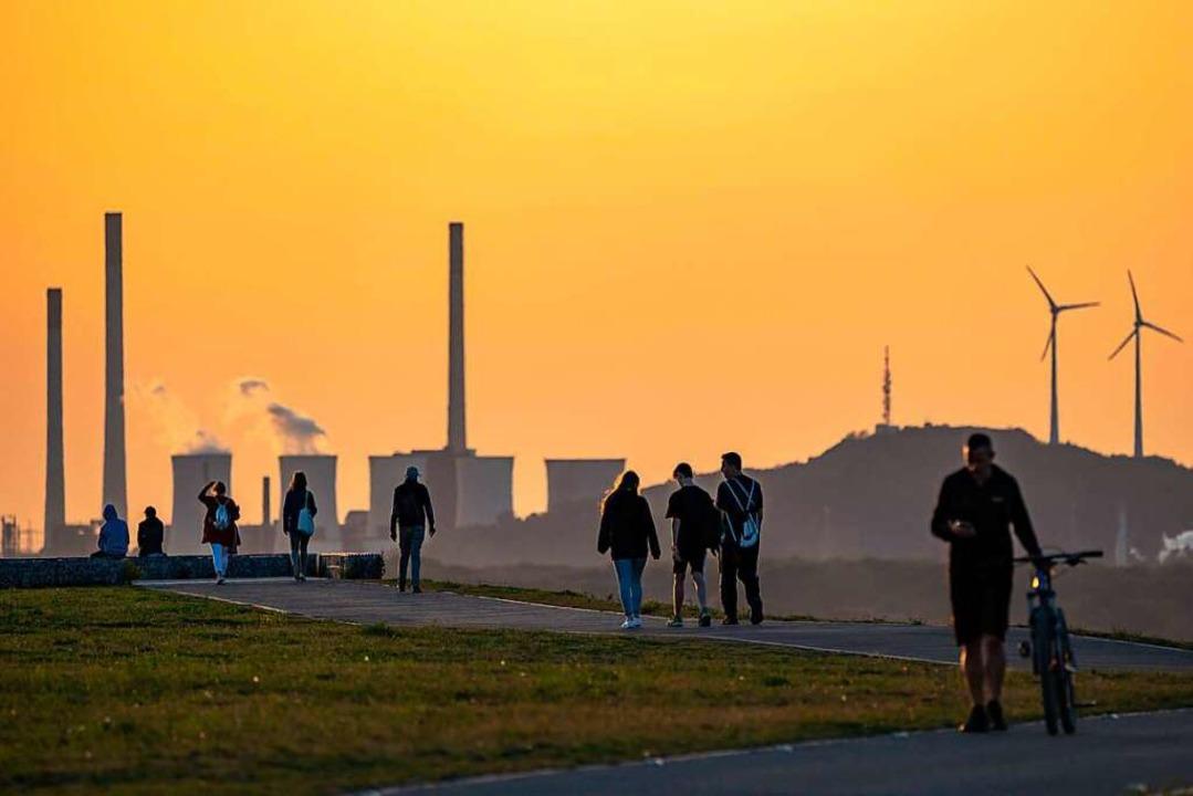 Zukunft und Vergangenheit liegen manch...ne Kohlendioxid-Ausstoß  im Ruhrgebiet  | Foto: Jochen Tack via www.imago-images.de