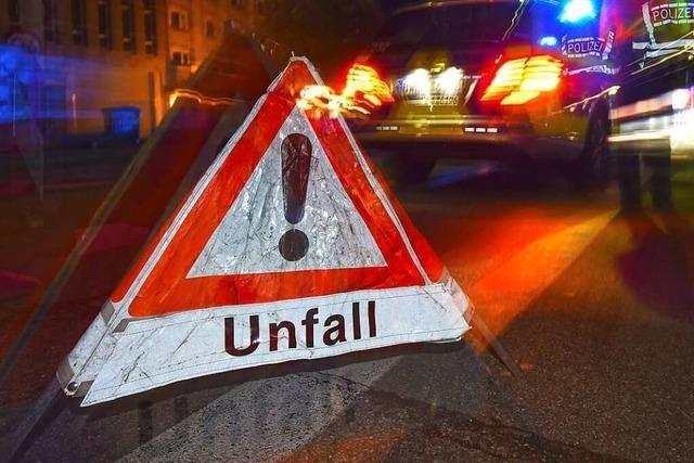 Unfall: 77-Jährige gerät mit Auto auf der B 31 auf die Gegenfahrbahn