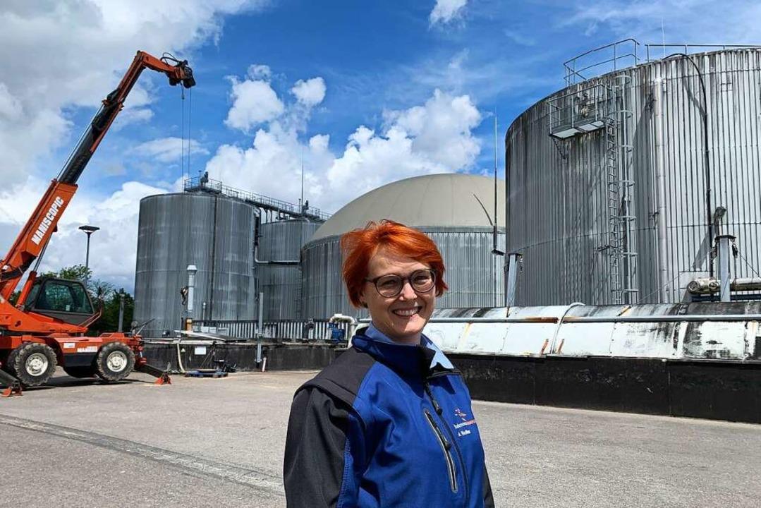 Die Ingenieurin  Amelie Bufler leitet die Biogasanlage im Gewerbepark Breisgau.  | Foto: Simone Höhl