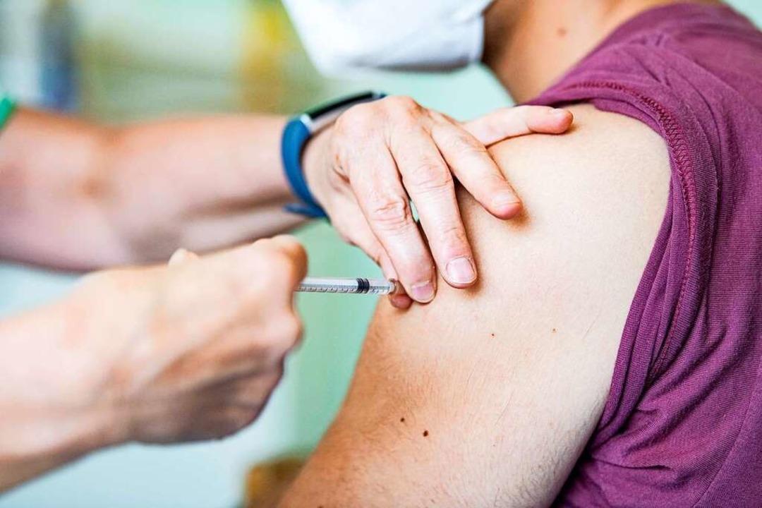 Knapp 40 Millionen Bürger haben bisher...ine Impfung gegen Sars-CoV-2 erhalten.    Foto: Fabian Sommer (dpa)