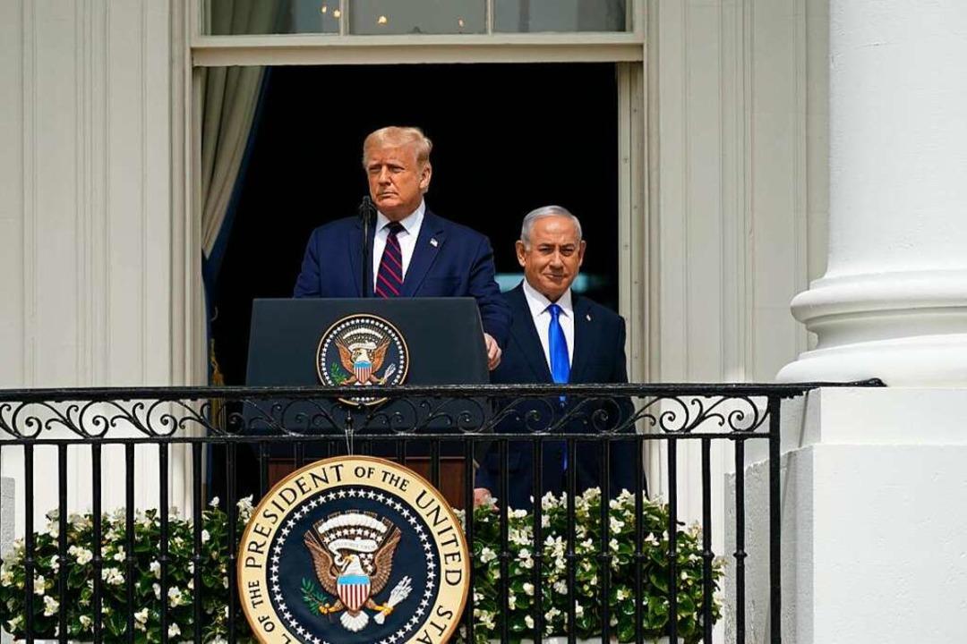 Ähnlich im Verhalten und politische Freunde: Donald Trump und Netanjahu  | Foto: Chris Kleponis / Pool via CNP /MediaPunch via www.imago-images.de