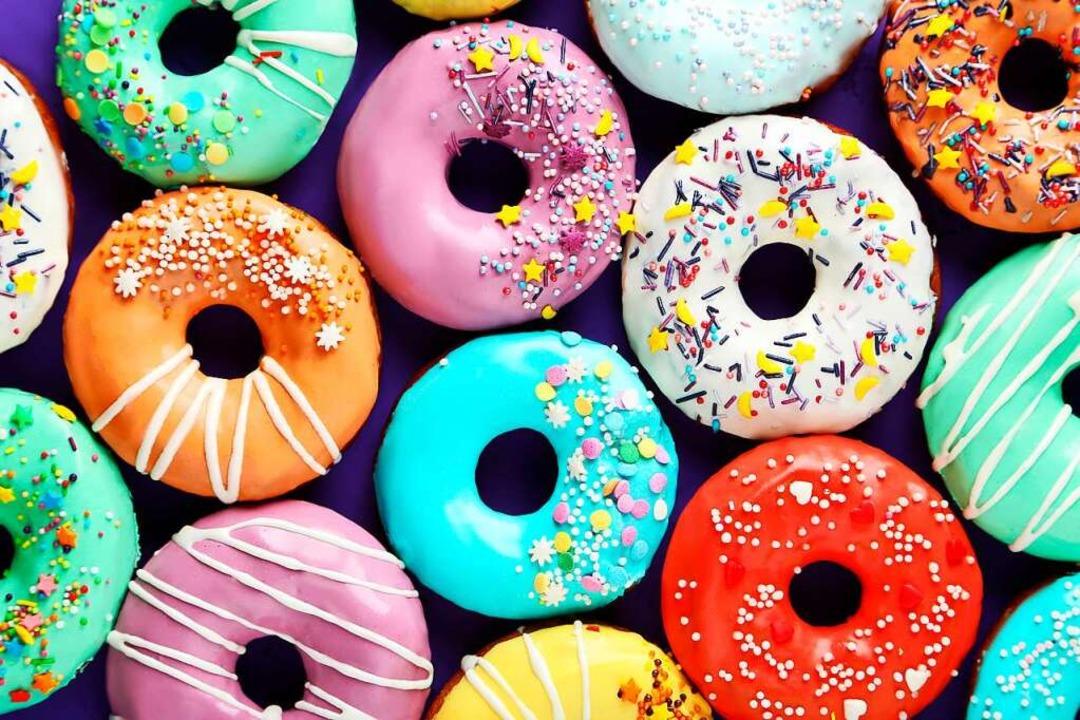 Oh ja, sind so schöne Farben, ist so u...gal – denn ewig lockt der Donut.  | Foto: 5second  (stock.adobe.com)