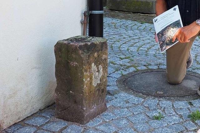Welche Geschichte ein Grenzstein im Weiler Ortsteil Ötlingen erzälht