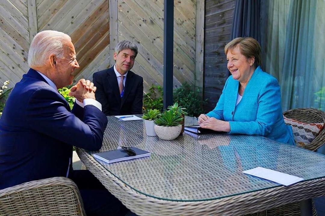 Joe Biden und Angela Merkel im Gespräch.  | Foto: Adam Schultz/White House via www.imago-images.de