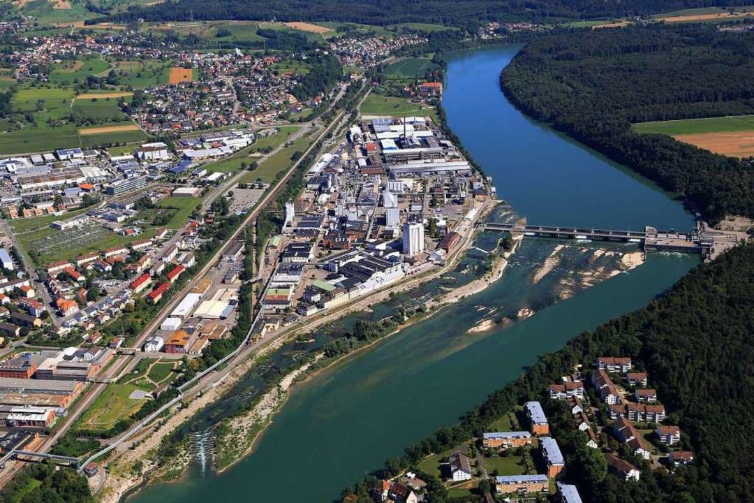 Der Fluss, die große Wasserkraft und d...ahme das Rheinfelder Kraftwerks zeigt.  | Foto: Energiedienst