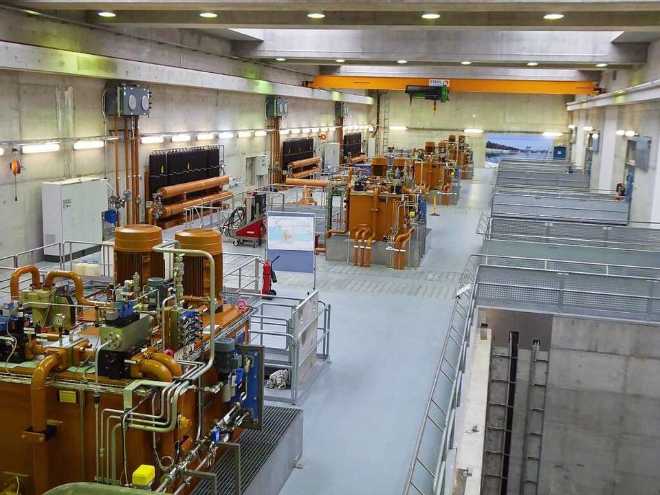 Blick in das Maschinenhauses des Kraftwerks Rheinfelden  | Foto: Michael Neubauer