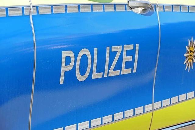 In Zell wurde ein Auto vermutlich von einem Radfahrer beschädigt