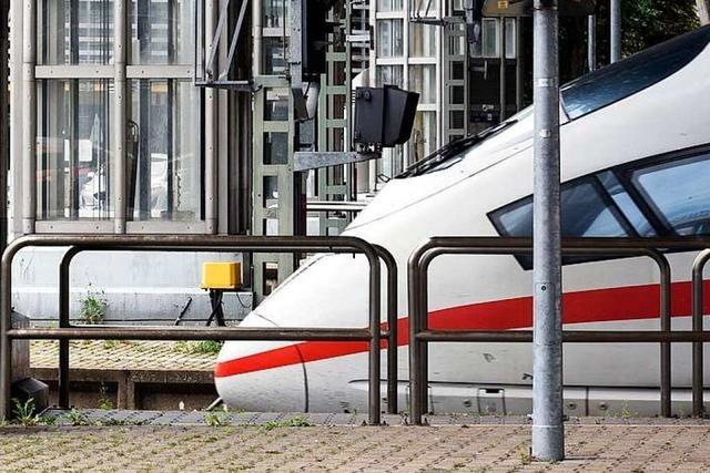 Mann überquert Gleise im Hauptbahnhof – ICE-Notbremsung in Freiburg
