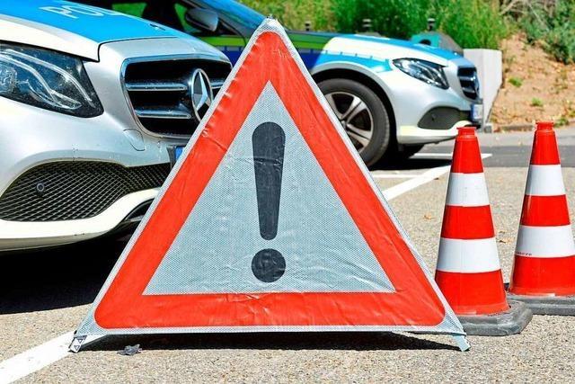 Bolzenbruch in der Kupplung: Anhänger rollt in Waldkirch quer über die Straße