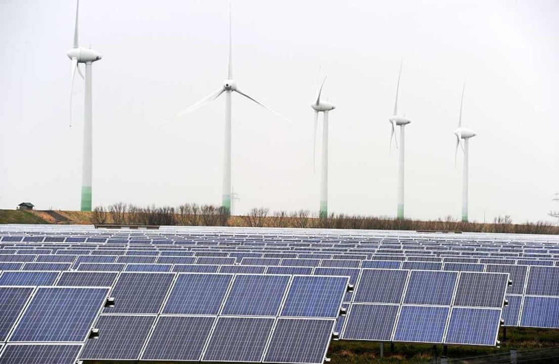 Wind- und Sonnenenergie sollen in den kommenden Jahren verstärkt genutzt werden.  | Foto: Carsten Rehder