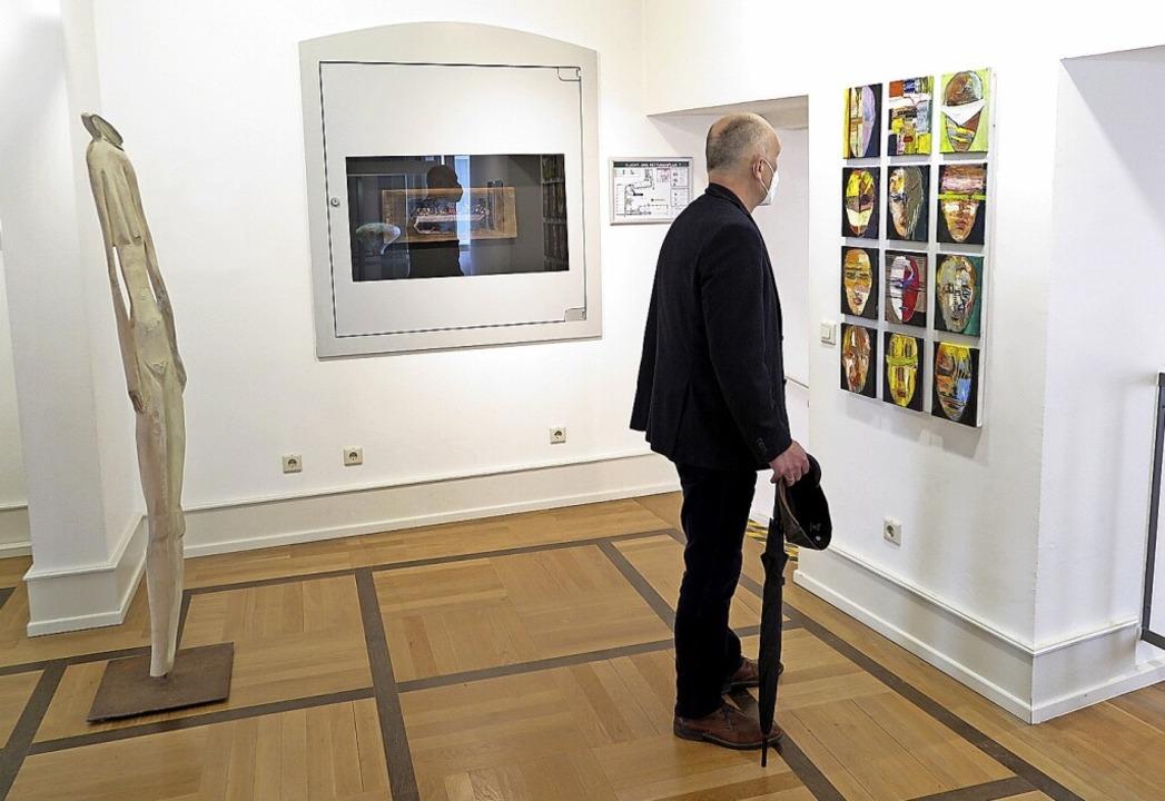 Die Ausstellung zeigt auf begrenztem R...nde Vielfalt an lokalem Kunstschaffen.  | Foto: Dorothee Philipp