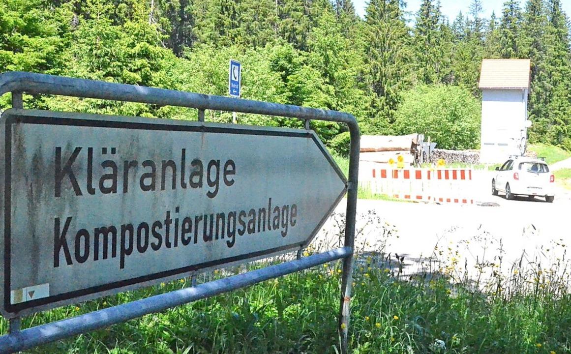 Das Sträßlein zur Kläranlage Menzensch...nft in ein neues Gewerbegebiet führen.    Foto: Sebastian Barthmes